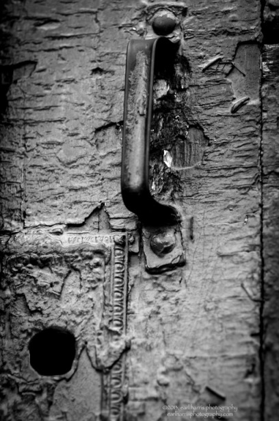 """Door Handle"" [Click the image to enlarge/reduce its size.] Nikon D300, ISO 320, f/2.4 at 1/750 sec., 200 mm"